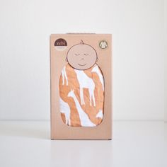 Swaddle - Orange Giraffe – Willo Baby - shop created for moms and babies Smart Packaging, Simple Packaging, Product Packaging, Baby Toiletries, Clothing Packaging, Cool Mom Picks, Best Baby Gifts, Baby Box, Socks Package