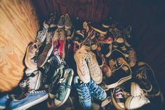 A beautiful free photo of shoes chucks and sneakers converse. This image is free for both personal and commercial use. No attribution required. Best Sneakers, High Top Sneakers, Converse Sneakers, White Walker, Shoe Storage Hacks, Storage Ideas, Reebok, Shoe Image, Vide Dressing