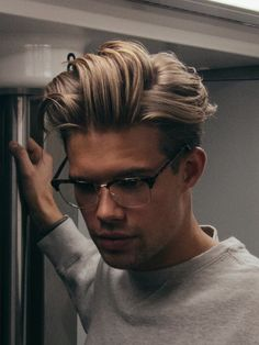 : men's hairstyles for short and long haircuts. mens hairstyles short popular 2019 - Popular Men's Haircuts and Hairstyles For Men Undercut Hairstyles, Hairstyles Haircuts, Fringe Hairstyles, Mens Longer Hairstyles, Asymmetrical Hairstyles, Long Undercut Men, Medium Undercut, Latest Hairstyles, Glasses Hairstyles