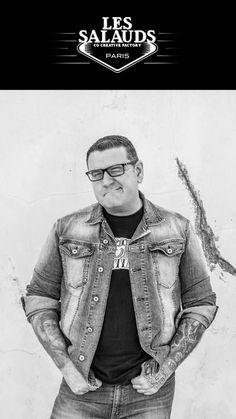 Et 1 et 2 et 3 Salauds !!  Jérôme est un véritable chef d'orchestre. Par sa personnalité généreuse, passionnée et ouverte, il a le rare talent de fédérer les gens autour de projets ambitieux. Mordu de tatouage depuis bientot 30 ans, co-gérant de trois tattoo Shops en France et organisateur de plusieurs évènements annuels autour du tatouage et de la musique, Jérôme sait conjuguer une capacité de travail colossale avec l'art de s'entourer des meilleures équipes