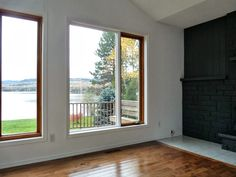 Dans le Lakehouse: Fireplace Before + After