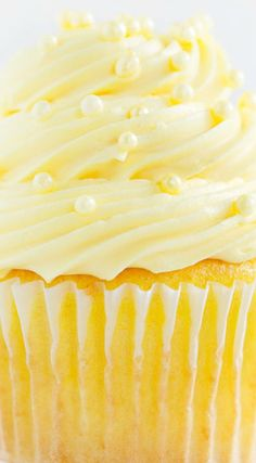 Easy Lemon Cupcakes with Lemon Buttercream ~ These cupcakes are beyond delicious