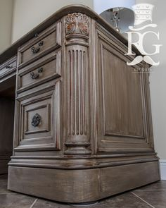 Annie sloan painted furniture dark wax coats 50 ideas for 2019 Trendy Furniture, Colorful Furniture, Home Decor Furniture, Furniture Projects, Furniture Makeover, Wood Furniture, Diy Home Decor, Refinished Furniture, Western Furniture