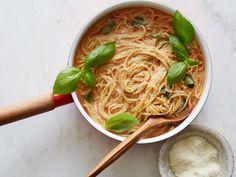 One Pot Spaghetti, One Pot Pasta, Spaghetti Sauce, Chicken Spaghetti, Homemade Spaghetti, Cooking For Beginners, Recipes For Beginners, Beginner Cooking, Star Pasta Recipe