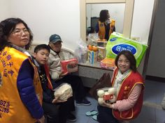 District 300G2 #LionsClubs (Taiwan) provided food and supplies to elderly people who live alone