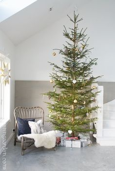 Simple and beautiful Elegant Christmas Trees, Cozy Christmas, Rustic Christmas, Simple Christmas, Christmas Holidays, Christmas Stuff, Christmas 2019, Christmas Ideas, Christmas Cards