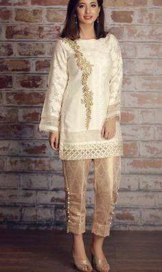 stitched black pret shirt by Khas luxury collection 2018 Order contact my whatsapp number 7874133176 Pakistani Formal Dresses, Pakistani Fashion Casual, Pakistani Wedding Outfits, Pakistani Dress Design, Indian Outfits, Indian Fashion, Indian Dresses, Party Wear Dresses, Casual Dresses