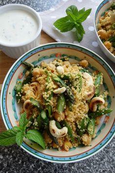 Couscous-Spargel-Kichererbsen-Salat mit Minz-Joghurt