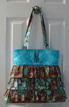 I am in need of a new purse....grandma, Corinna, Ali....anyone ready for the challenge?