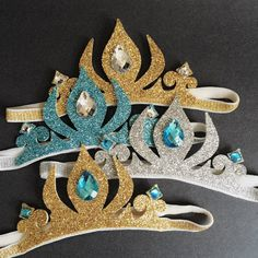 Welcome to the CHLOE STUDIO. :) Super pretty glitter Elsa crown headband is good for daily wear and also special occasions. Great for Halloween, Frozen Themed Birthday Party, Disney Frozen Birthday, Baby Disney, Elsa Frozen, Frozen Headband, Frozen Crafts, Girls Crown, Merian, Baby Girl Headbands