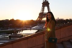 I am staring at the Eiffel Tower through my window as I am writing this post. November. Month of my best Parisian experiences. From sun rise to sun set I explored the streets of this incredible city that has so much to offer. I wish I could reveal all at once, but it will take a while. So many posts from Paris, so many outfits, dreams and ideas. My first of all is this neutral outfit I wore for breakfast at Carette.
