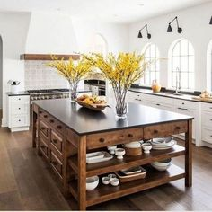 If you are looking for Modern Farmhouse Kitchen Island Decor Ideas, You come to the right place. Here are the Modern Farmhouse Kitchen Island D. Farmhouse Kitchen Island, Kitchen Island Decor, Home Decor Kitchen, Kitchen Styling, New Kitchen, Home Kitchens, Farmhouse Decor, Farmhouse Ideas, Kitchen Islands