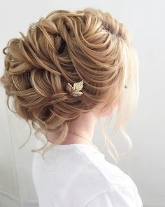 Bridal Updo Hairstyle #wedding #updo #hairstyles weddinghairstyle #weddinghair #bridalhairstyle #hairideas #weddingupdo