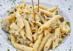 Chicken Alfredo with Penne. Who else prefers the penne over fettuccine- let us know in the Chicken Alfredo with Penne. Who else prefers the penne over fettuccine- let us know in the comments! Healthy High Calorie Foods, High Calorie Meals, Healthy Food, Healthy Cooking, Healthy Eating, Cheap Meals To Make, Food To Make, Cooking Chef, Cooking Recipes
