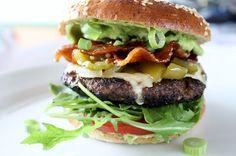 Charlottes Køkken: Burger med grøn peberfrugtrelish og kandiseret bacon