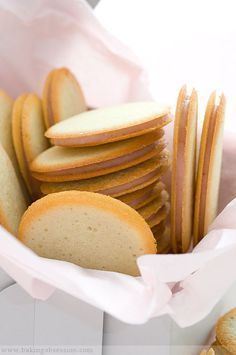 Milan Cookies - Crisp, Lemon-flavored Cookies filled with White Chocolate & Raspberry Ganache via Baking Obsession Sandwich Cookies, Yummy Cookies, Cookies Et Biscuits, Lemon Cookies, Coconut Cookies, Egg White Cookies, Crispy Cookies, Filled Cookies, Cookie Desserts