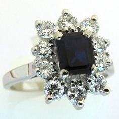 Bague de fiançailles or blanc saphir diamants. Saphir, 10 diamants. 1600 euros TTC #bague #vintage #fiancailles #paris