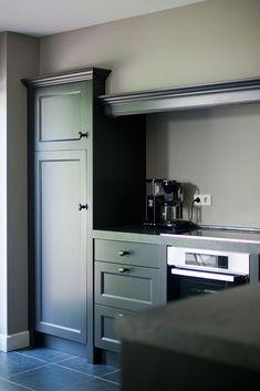 Cottage Kitchens, Farmhouse Kitchen Decor, Home Kitchens, Dark Kitchens, Green Kitchen, New Kitchen, Kitchen Dining, Upper Cabinets, Kitchen Cabinets