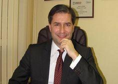 """Борислав Цеков е български политик и юрист, председател на Института за модерна политика. Завършил е право в Софийския университет """"Св. Климент Охридски"""" през 1994 г. Специализира в областта на политическите науки, предизборните кампании, човешките права, европейското право и антикорупционните политики в САЩ (1998, 2004 и 2006), Белгия (1997), Япония (1999),..."""