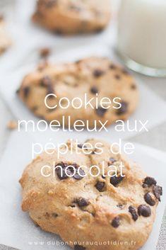 Les cookies, délicieux petits biscuits à déguster pendant le goûter et qui raviront les petits comme les grands.  Depuis que j'ai découvert l'intérêt de la compote de pomme pour remplacer le beurre, je teste beaucoup de recettes de ce style. Ils sont allégés en sucre, sans matières grasses et moelleux à souhait.   Découvrez le recette !