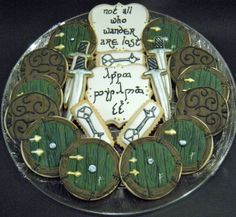 Sweetie Petitti: Hobbit Cookies - she even has Gandalf's mark on the door. Tolkien, Hobbit Cake, Middle Earth Wedding, Hobbit Party, Fantasy Party, Party Rings, Cookie Designs, Custom Cookies, Lord Of The Rings