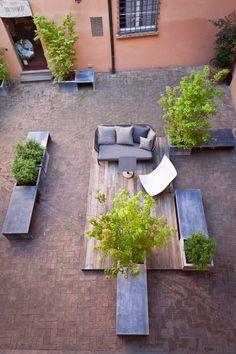 How could you create a garden on an already paved surface?? Il Giardino Segreto di Corte Isolani, Bologna