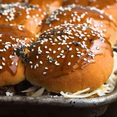 French Onion Beef Sliders For A Crowd. This is one appetizer recipe you don't want to skip. Serve it for the Super Bowl and watch how quickly these little sandw Dinner For One, Dinner With Friends, Appetizer Recipes, Dinner Recipes, Dinner Ideas, Beef Sliders, Cheap Dinners, French Onion, Meals For Two