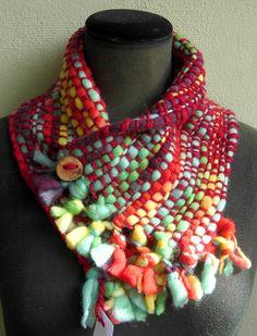 cuellos con botón, variedad de materiales y colores Fiber Art, Ideias Fashion, Hand Weaving, Stitch, Knitting, Blog, Inspiration, Jewelry, Weaving