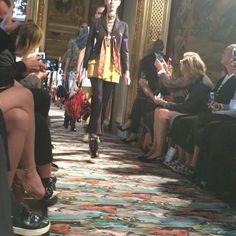 Pin for Later: Seht die Highlights der Dior Modenschau in England Die Kollektion war reich an Farben und Verzierungen