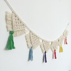 Macrame bunting with multi coloured tassels Macrame Patterns, Crochet Patterns, Bunting Pattern, Yarn Wall Art, House Ornaments, Macrame Design, Macrame Projects, Boho Diy, Flower Crafts