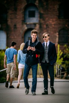Old friends - Andrew Garfield (Peter Parker) and Dane DeHaan (Harry Osborn) Amazing Spiderman 2 Andrew Garfield, Harry Osborn, Spider Man 2, X Men, The Amazing Spiderman 2, Videogames, Best Superhero, 2 Movie, Marvel Cinematic