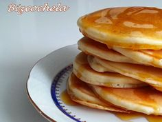 TORTITAS AMERICANAS O PANCAKES Crepes And Waffles, Pancakes, Bakery Recipes, Dessert Recipes, Creative Kitchen, Delicious Desserts, Yummy Food, Crazy Cakes, International Recipes