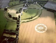 Crop circle aerial at Avebury Circle Crop Circles, Aliens And Ufos, Ancient Aliens, Alien Art, Mystery Of History, White Horses, Stonehenge, Prehistory, Land Art