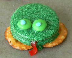 green and speckled frog cookies