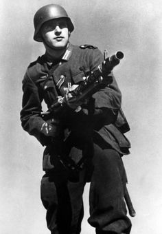 German soldier with MG34