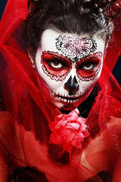 halloween make up sugar skull Santa Muerte, Sugar Skull Girl Tattoo, Skull Tattoos, Zombie Makeup, Halloween Makeup, Halloween Ideas, Sugar Skull Makeup, Sugar Skull Art, Sugar Skulls
