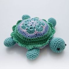 Crochet African Flower pincushion free pattern - Tina Turtle Step by step pattern/tutorial on how to make your own turtle pincushion based on african flower