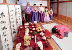 Đặc biệt là phong tục đón tết cổ truyền Seol hay Seollalvới nhiều hoạt động và trò chơi dân gian thú vị diễn ra trên khắp cả nước.