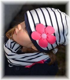 Maritime Beanie Mütze aus weichem Baumwolljersey zum Wenden. Diese Mütze ist ein allrounder und sehr vielfältig zu tragen. Ob Junge oder Mädchen, kombiniert mit Schleife oder Blume, ob Jung und...