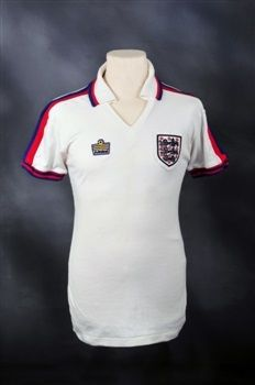 Terry McDermott (born 8 December Liverpool) is a former Liverpool midfielder who has three European Cups and six Division One titles to his name. England Match, England Kit, Classic Football Shirts, Vintage Football, Football Equipment, Football Team, Football Memorabilia, England Football, Soccer