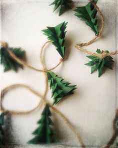 Décoration rustique d'arbre de Noel de Garland Décoration de Noël guirlande sapin Evergreen rustique Christmas Tree Garland, Rustic Christmas, Christmas Tree Decorations, Christmas Holidays, Green Christmas, Star Garland, Christmas Ideas, Alternative Christmas Tree, Diy Weihnachten