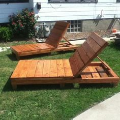 Pallet Lounge Chairs - These would be fantastic in the backyard!