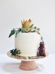 Best Lovely White Crown Cake in London. JS yummy. . facebook.com/yummyjs twitter.com/yummyjs Instagram.com/jsyummy2 linkedin.com/in/jsyummy . . #jsyummy #yummy #sweets #puddingcake #cupcakes #heardshafecake #drinks #whiteforestcake #baking #Pink #Rose #Cake #Pinkrosecake #cartoon #cake #vanila #cake #vanilacake #happy #birthday #cake #happybirthdaycake #flowerscake #Flowers #flowers #love #cake #Flowerslovecake #Firni #softcake #whiteflowerscake Pink Rose Cake, Online Cake Delivery, Crown Cake, Forest Cake, Classic Cake, Fresh Cream, Pudding Cake, Bear Cakes, Happy Birthday Cakes