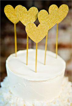 gold glitter heart cake topper #blackandgoldwedding #modernwedding #weddingchicks http://www.weddingchicks.com/2013/12/31/black-and-gold-wedding-ideas/