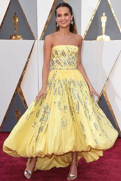 アリシア・ヴィキャンデル 「ベルにそっくり!」と話題を呼んだ、プリンセス風ドレスで注目の的に。 〜レッドカーペットのセレブスナップ〜