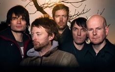 English rock band the best 10 Radiohead songs of 2017 including top 10 albums and upcoming new album 2017 music. Most popular Radiohead songs discography. Jane Seymour, Great Bands, Cool Bands, Beatles, Colin Greenwood, Top 10 Albums, Songs 2017, Band Photos, Musicals