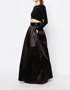 83 nejlepších obrázků z nástěnky šaty na ples  44941e4ff5