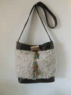 Imitatie bont met imitatie leer. JANET handgemaakte tassen op FB.