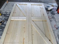 DIY Faux Barn Doors -- instructions and a link to hanging them