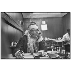 Mary Ellen Mark - American Odyssey - Santa at Lunch